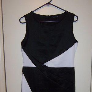 Piao Liang Fu Shi Black/White Color Block Dress